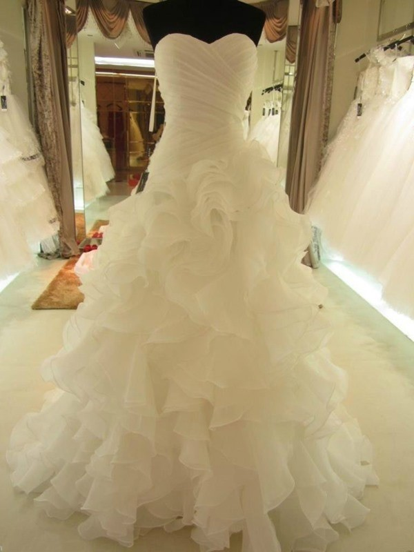 White Organza Sweetheart Ball Gown Court Train Wedding Dresses
